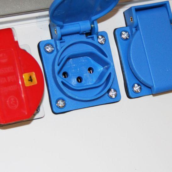 Kibernetik Distributeur de courant chantier 2x T13, 2x T25, 2x CEE16A, avec support